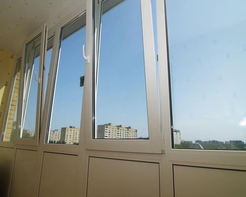 Пластиковые окна для лоджии — надежность и практичность.