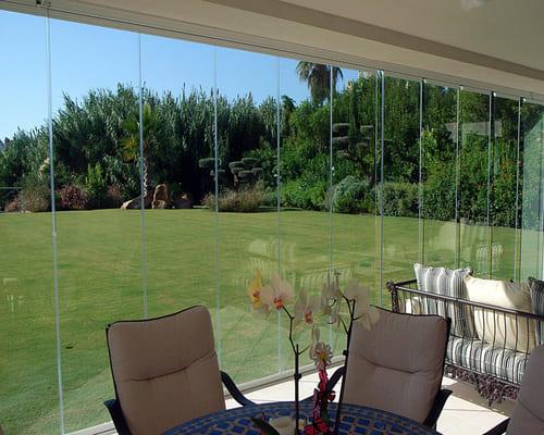 Безрамное остекление балкона: особенности и главные достоинства.